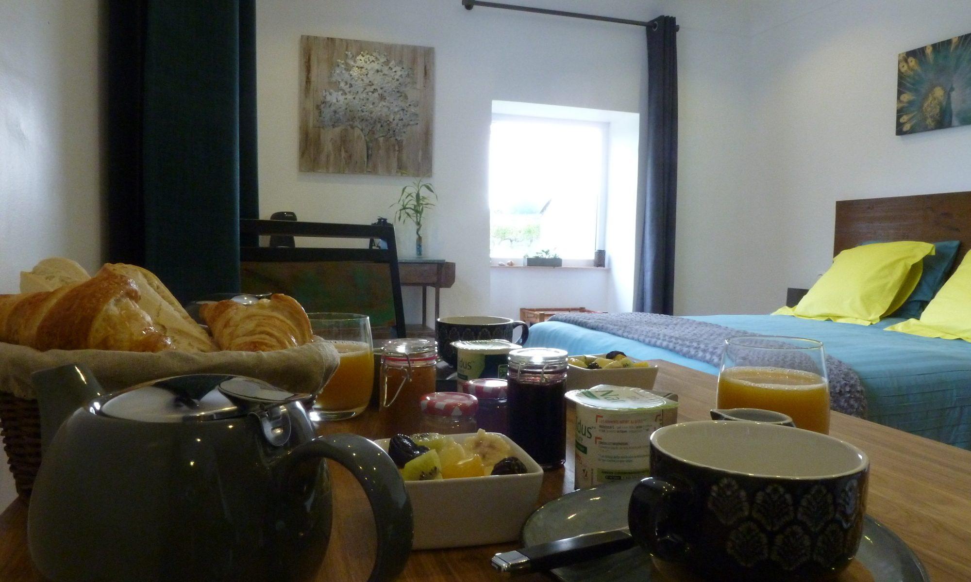 petit déjeuner dans la chambre du paon